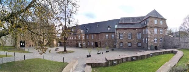 Panoramafoto vom Innenhof des Schloss Broich