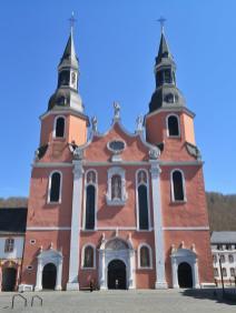 Haupteingang der Basilika