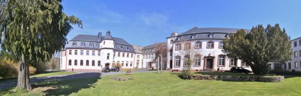 Panoramabild vom Innenhof des ehemaligen Klosters in Niederprüm