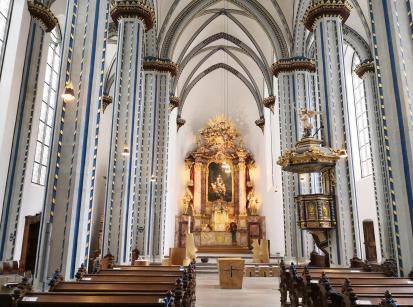 Altarraum der Namen-Jesu-Kirche in der Nähe des Marktplatzes