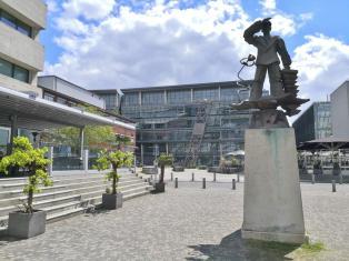 Hans Albers-Denkmal im Medienhafen