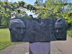 Kanzlerdenkmal an der Eulenturmbrücke