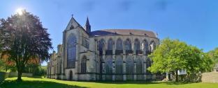 Panoramabild der Nordfassade des Altenberger Doms