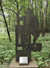 Sagenfiguren säumen den Weg hinauf zum Mordkuhlenberg