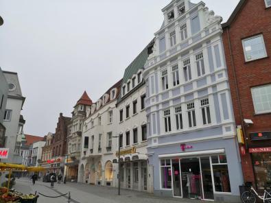 Wohn- und Geschäftshäuser in der Einkaufsstraße am Markt