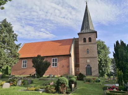 St. Vitus-Kriche am Friedhof Schweiburg