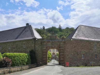 Zugang zum Wasserschloss Ehreshoven