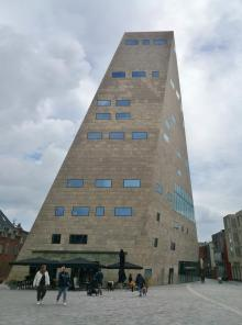 Das 54 Meter hohe Forum am Alter Markt