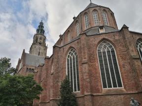 Blick vom Chor der Martinskerk zum Turm