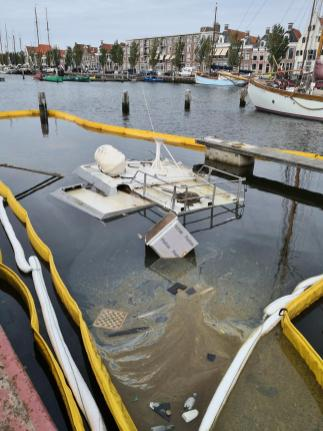 Abgesoffene Yacht am Zuiderhave