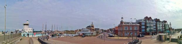 Panoramablick vom Deich am Hafen