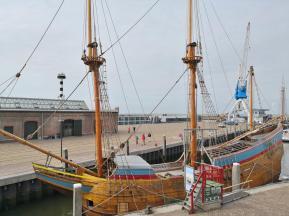 Historische Kogge im Dock
