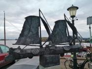 Denkmal für die Tjalk genannten Flachbodenschiffe, die typisch für die Region sind