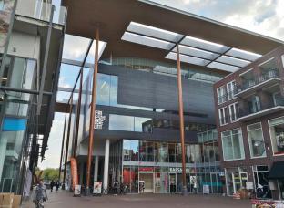 Geschäfte auf der Rückseite des Friesichen Landesmuseums