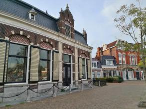 """Prächtige Häuser am Hafenbecken """"De Kolk"""""""