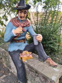 Figur am Höllrieglschen Haus vor der Stadtmauer