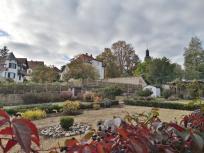 Gartenanlage hinter dem Grauen Turm