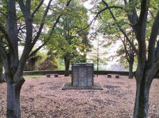 Ehrenmal für die Gefallenen der Weltkriege unterhalb des Schillerhains