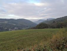 Blick zurück zur Burg oberhalb von Ruthweiler