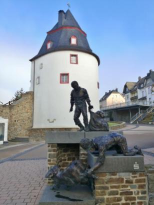 Denkmal vor dem Schinderhannesturm
