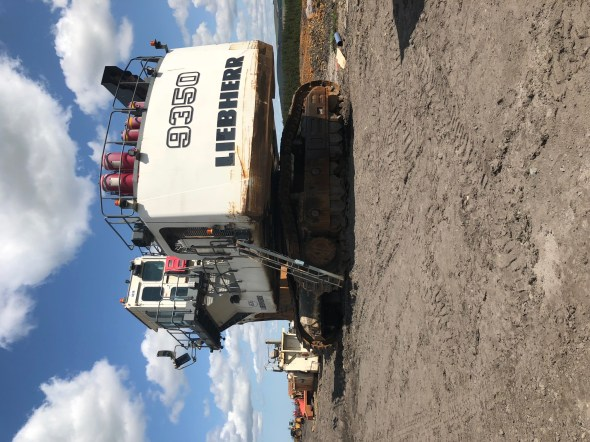 Liebherr R9350 breaking for parts Image