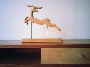 Sculpture-en-cerisier-Impala-dansant-BlueBaobab