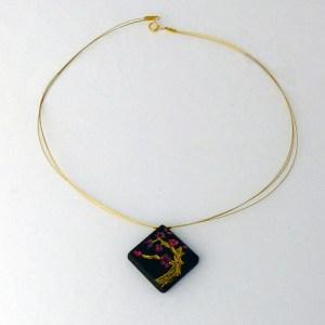 collier-cerisier-en-fleurs-ebene-or-entier