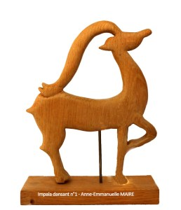 sculpture-bois-impala-dansant-1-anne-emmanuelle-maire-bluebaobab
