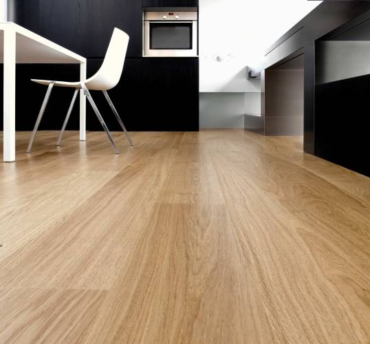 Strip Hardwood Flooring in natural Oak
