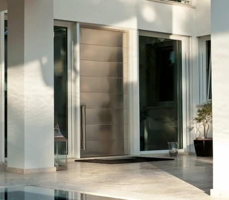 Entry Door in steel with Pivot Hinge