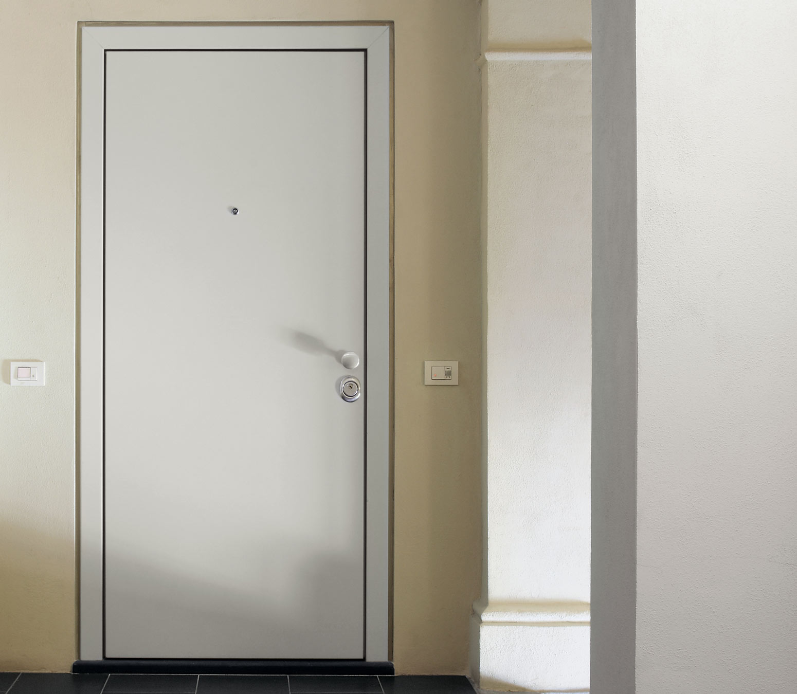 Tekno flush security door oikos doors bluebell products for Flush door