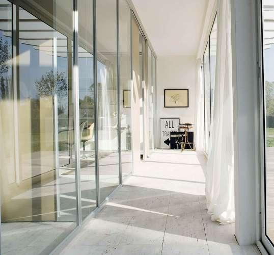 Glass partition system with Quadra