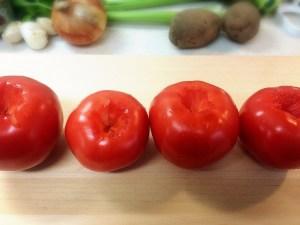 2.トマトの茎を取り除いて
