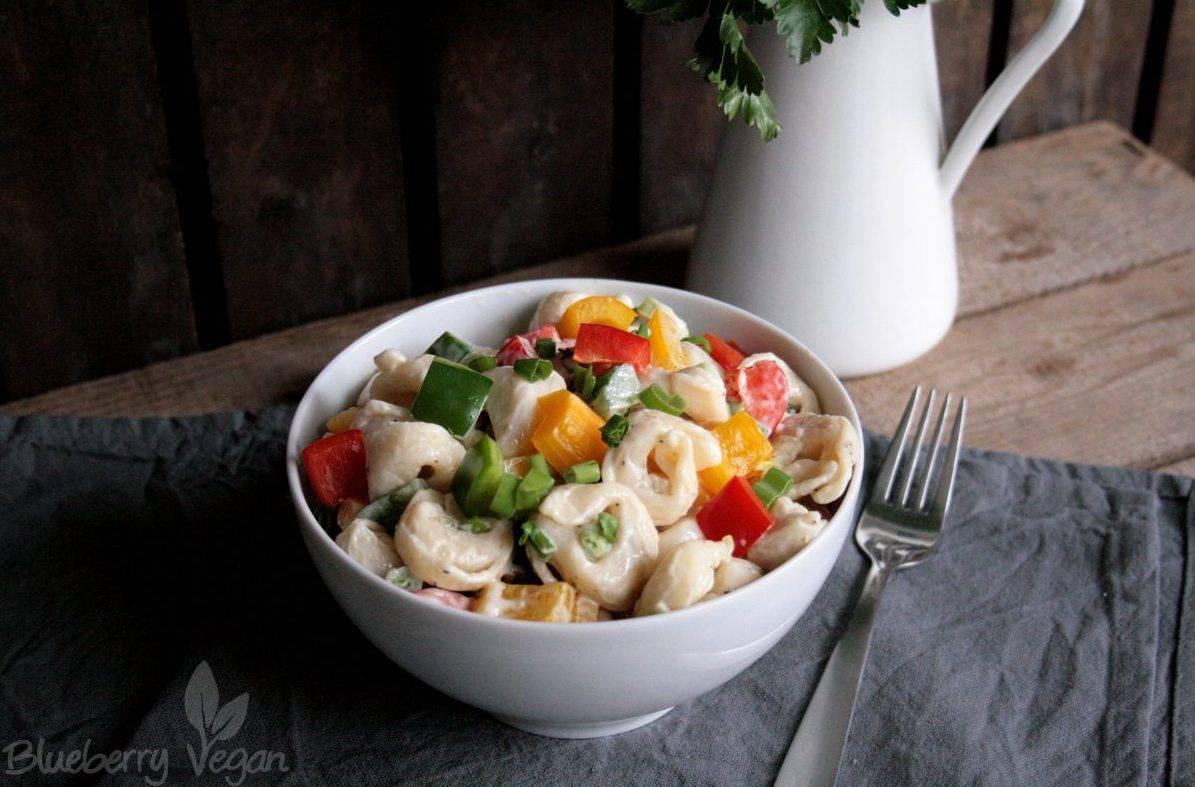 Bunter Tortellini-Salat mit Tofu-Mayo