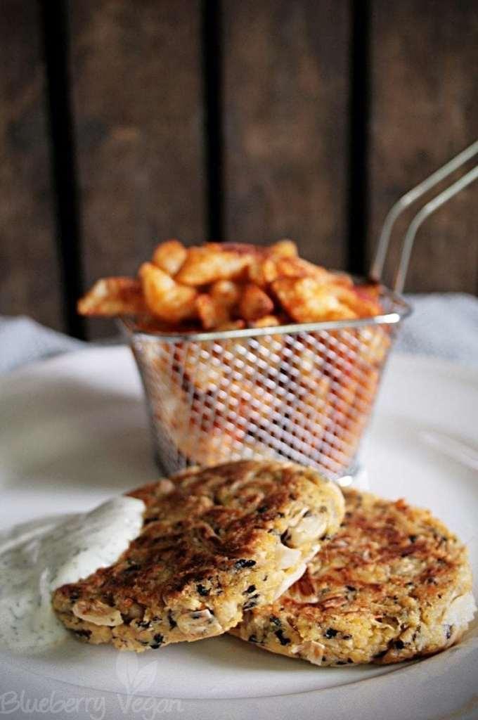 Kohlrabi-Pommes mit veganen Fisch-Frikadellen und Dill-Joghurt-Mayo