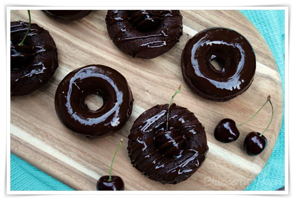 [cml_media_alt id='5334']Schoko Brownie Donuts mit Kirschen.[/cml_media_alt]
