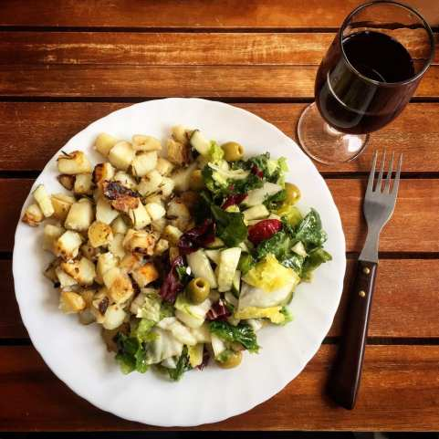 Bratkartoffeln mit Rosmarin und Salat