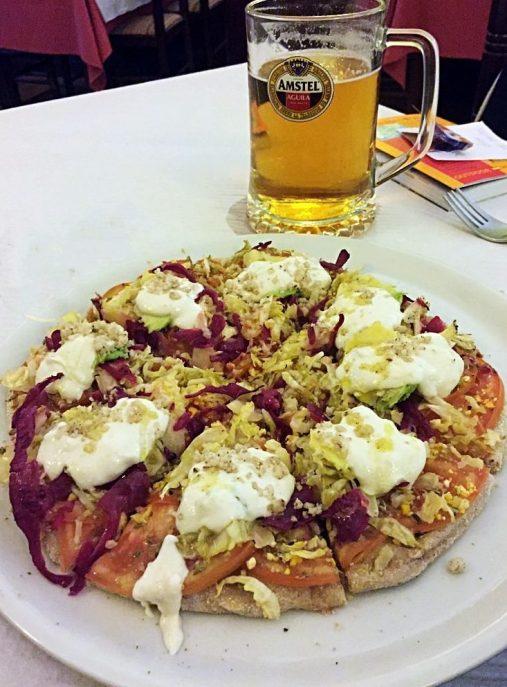 vegane-pizza-mit-bier