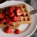 Frühstückswaffeln mit Balsamico-Erdbeeren