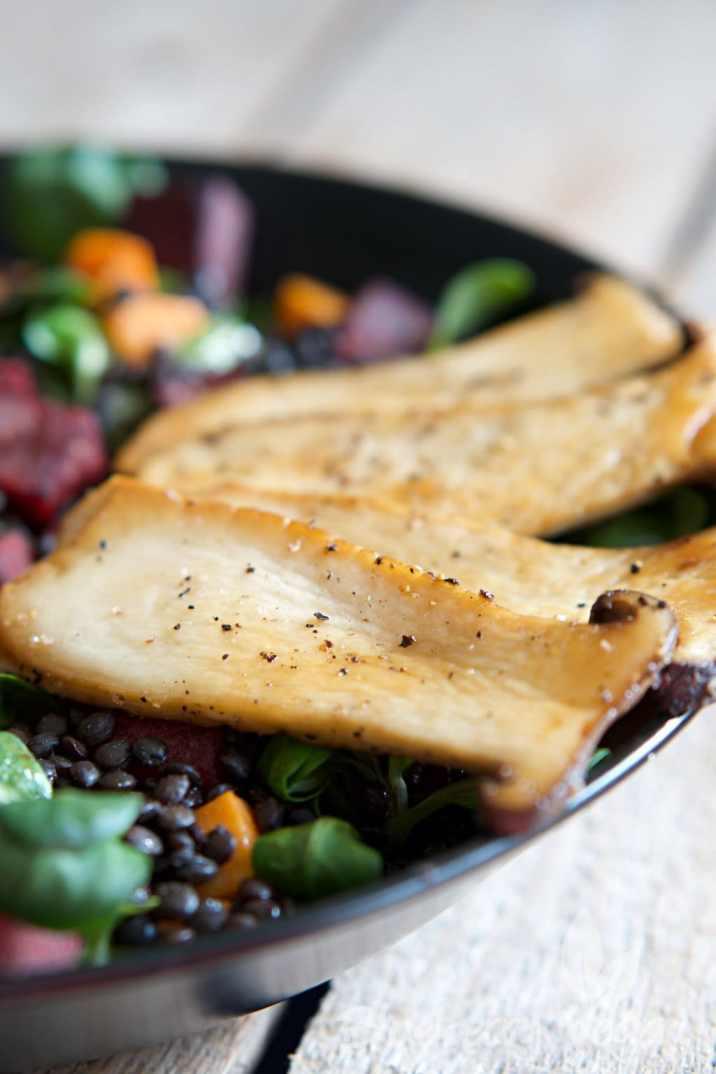 Salat mit Sueßkartoffeln, Rote Bete und gebratenen Kraeuterseitlingen vegan_3