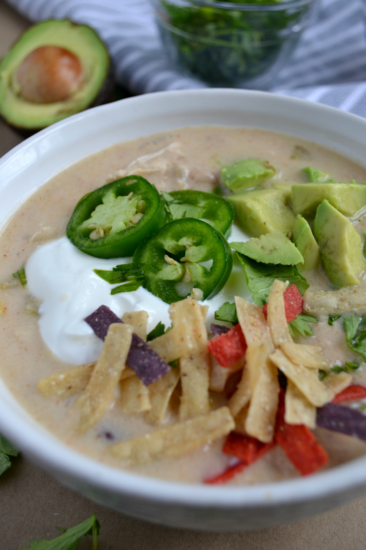 Slow Cooker White Chicken Chili is the perfect cold weather comfort food. This chili is seasoned with bold Southwestern spices and simmered in a crockpot for maximum flavor!