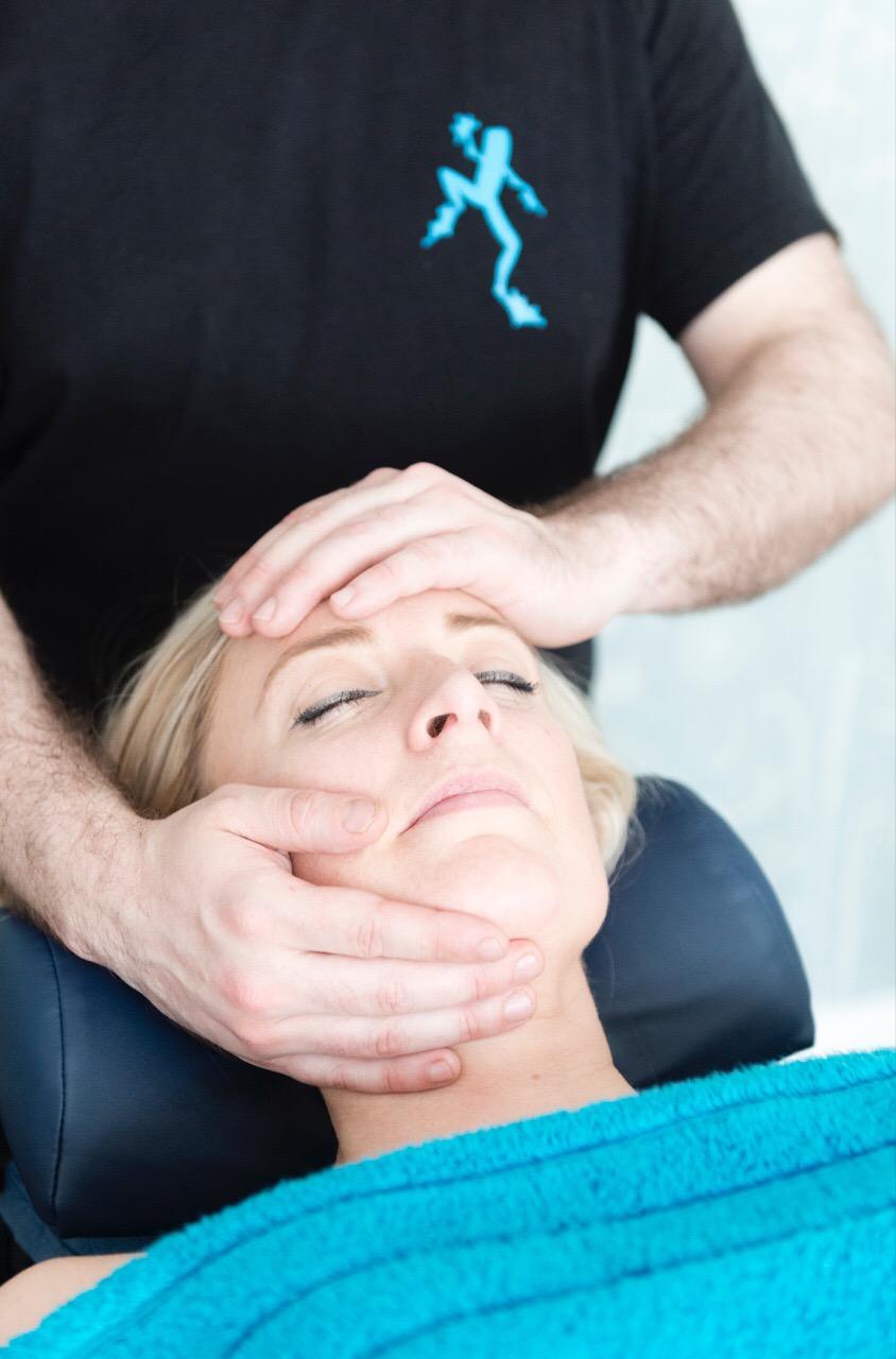 hand-on-face-massage