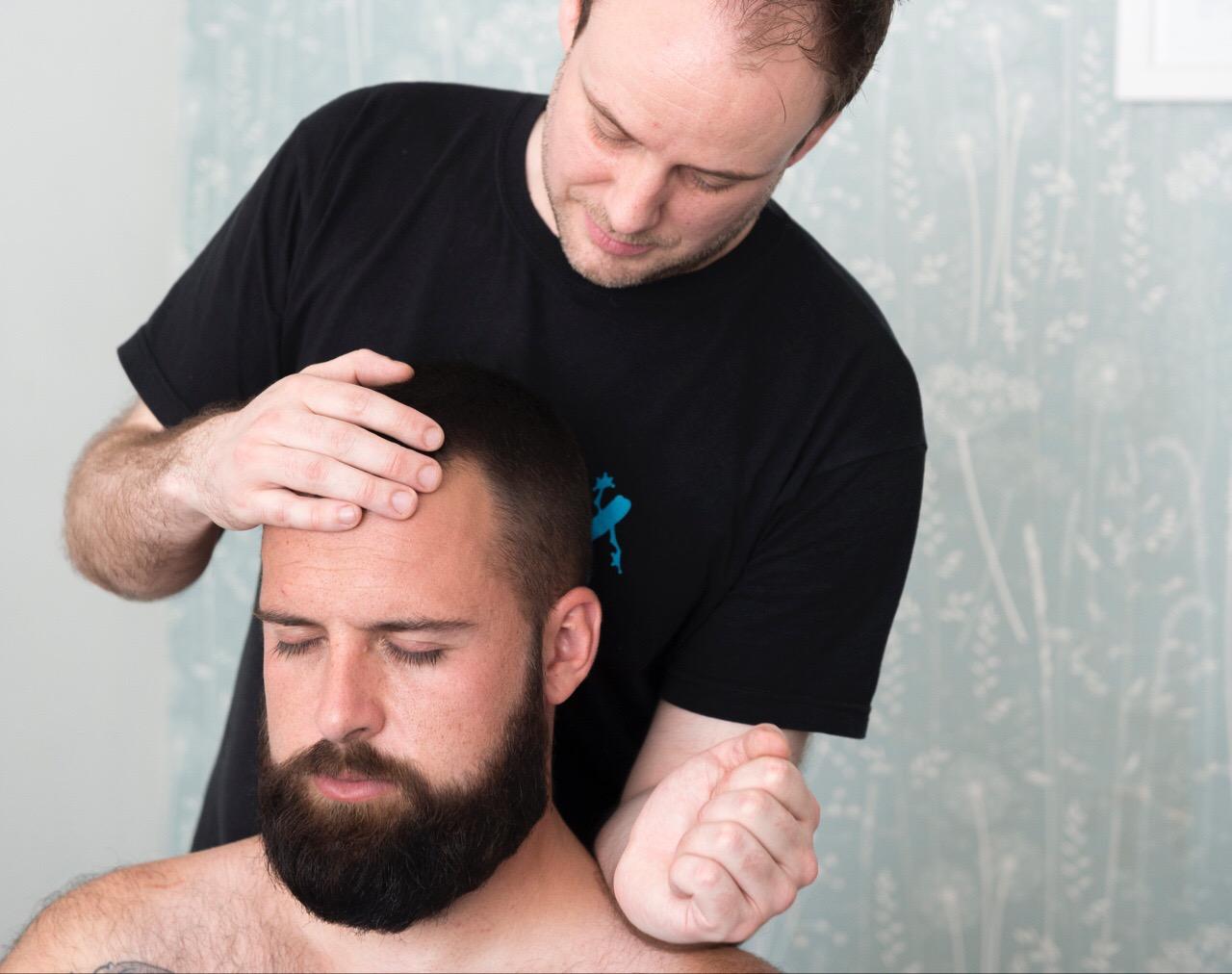 neck-massage-with-indian-head-massage