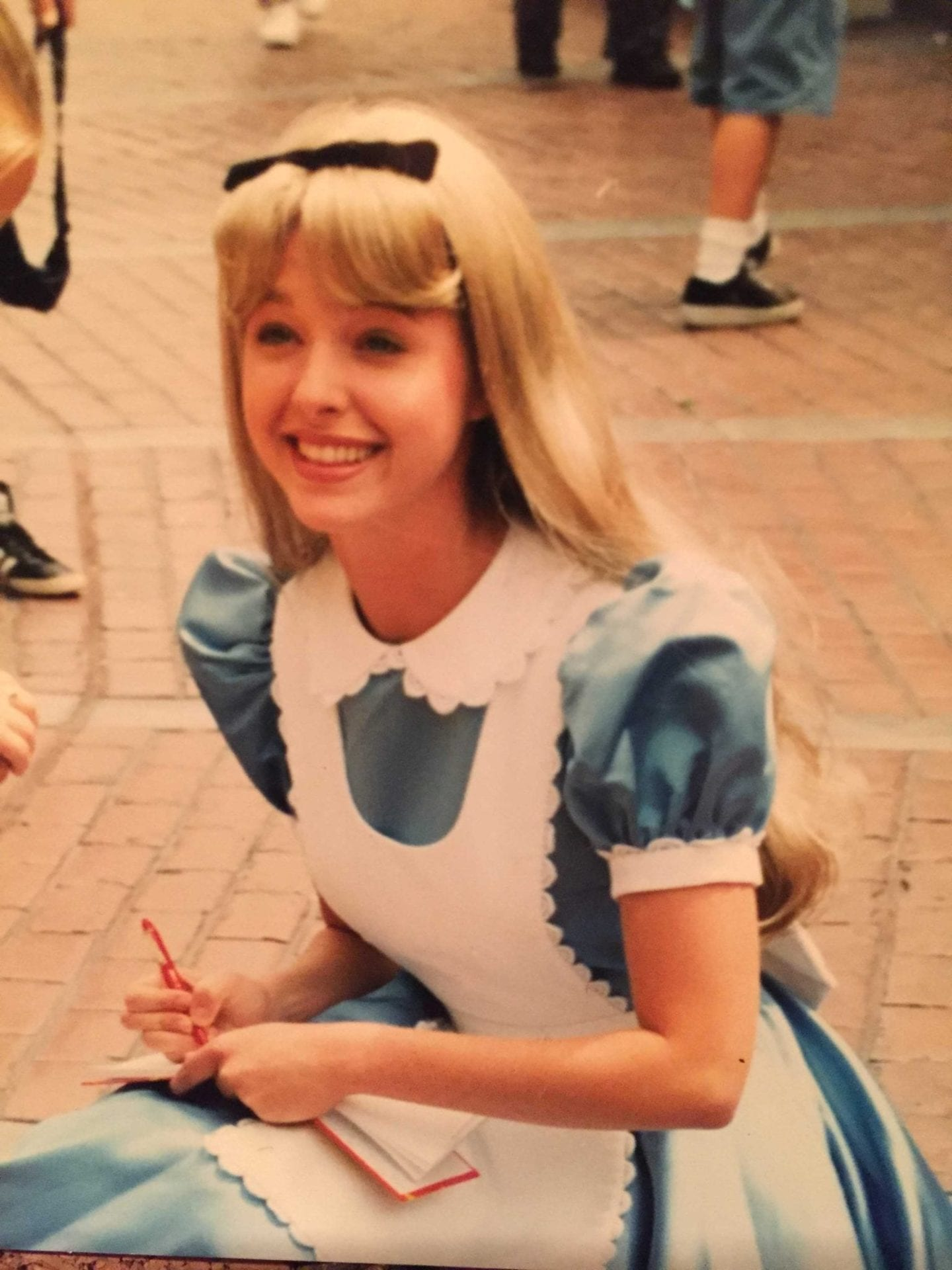 Alice in Wonderland at Magic Kingdom. Disney tips and tricks for serving
