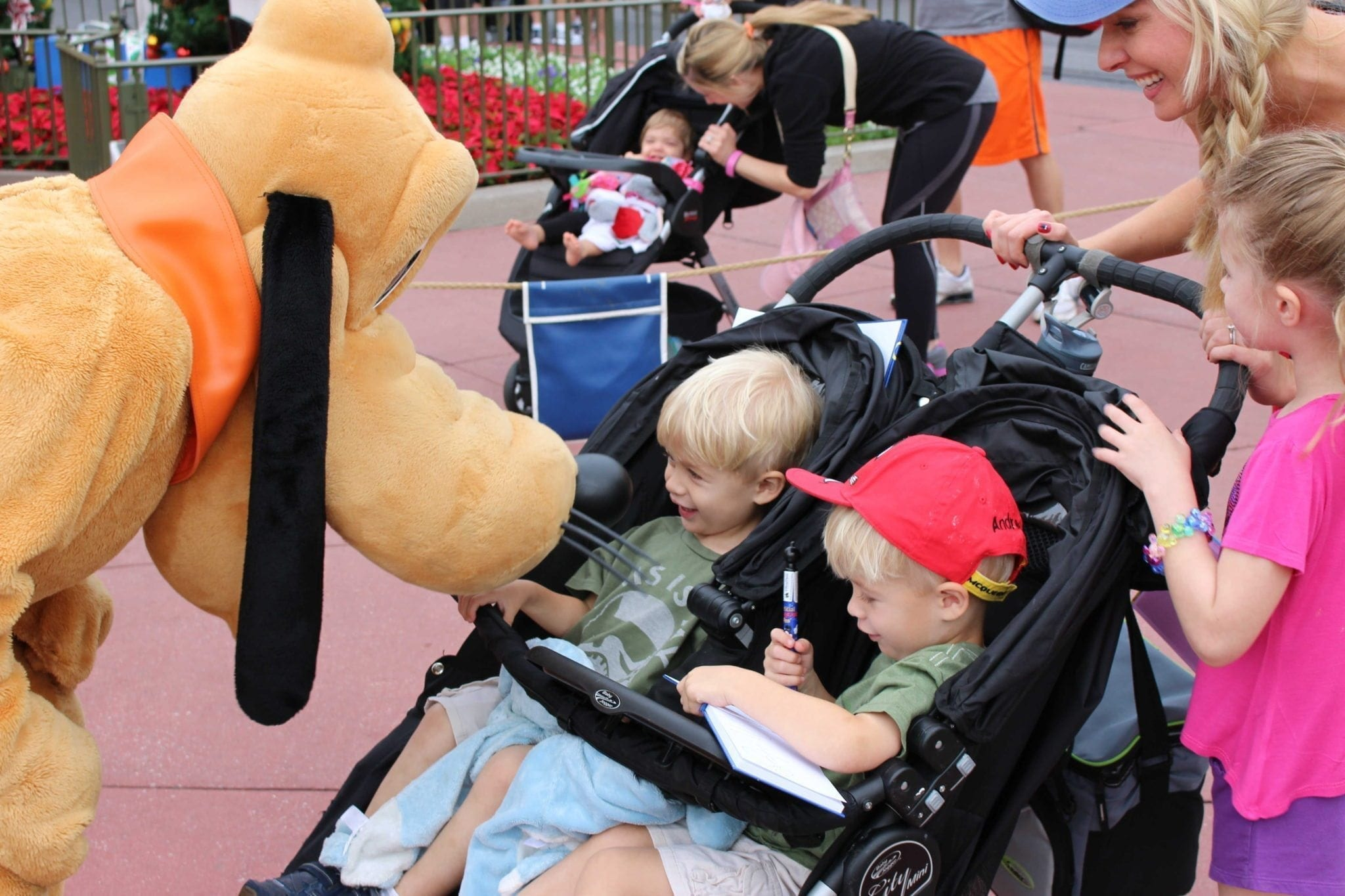 Disney autograph book. A Disney Magic Kingdoms guide to top 5 tips for Disney World days.