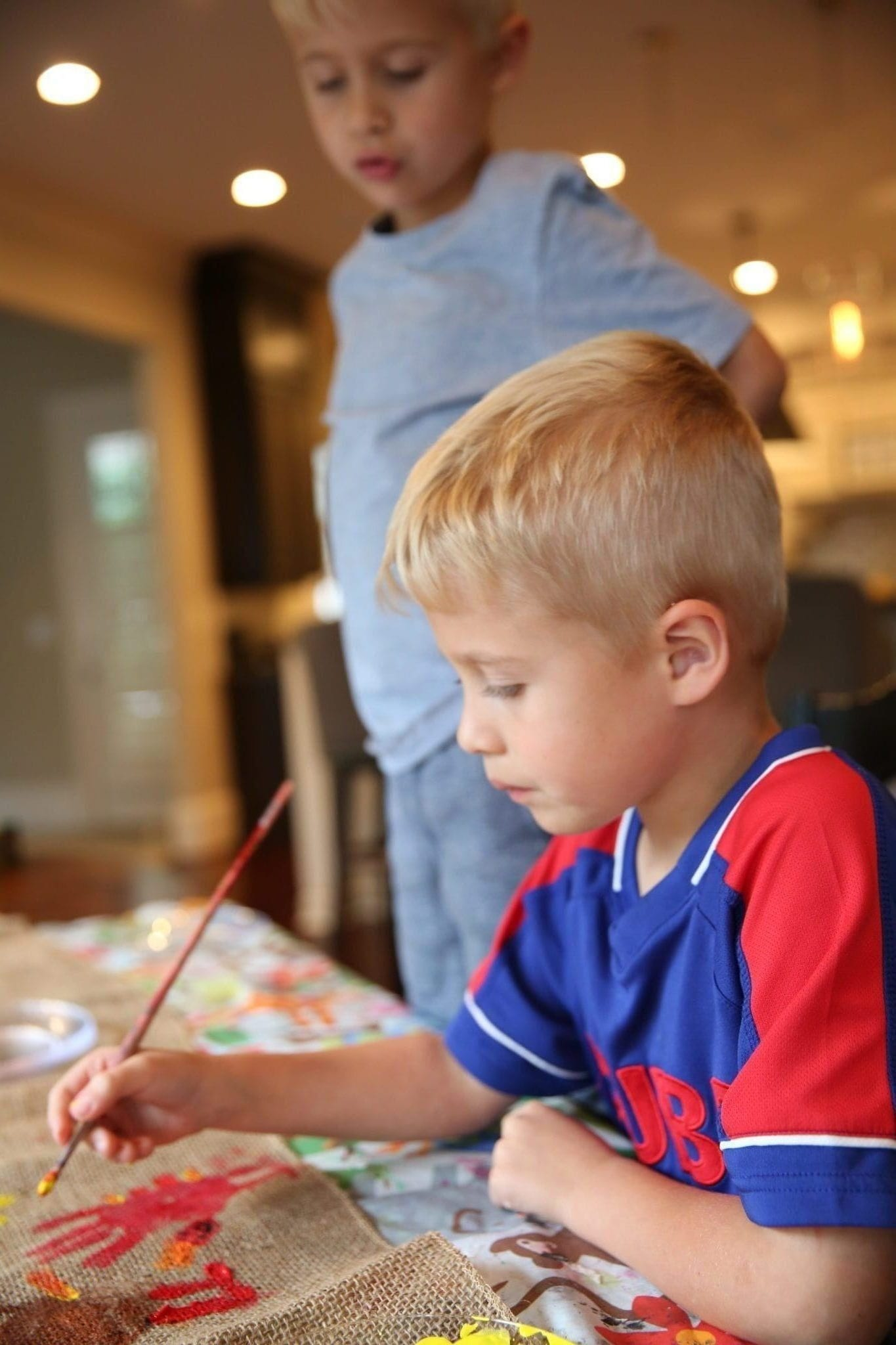 Craft for kids for Thanksgiving. Paint a kids table craft.