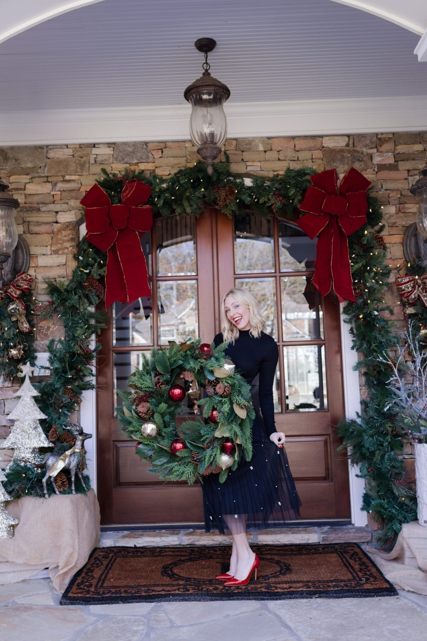 What to wear to a holiday party. Pretty black tulle skirt with pearl detail. Outdoor garland.