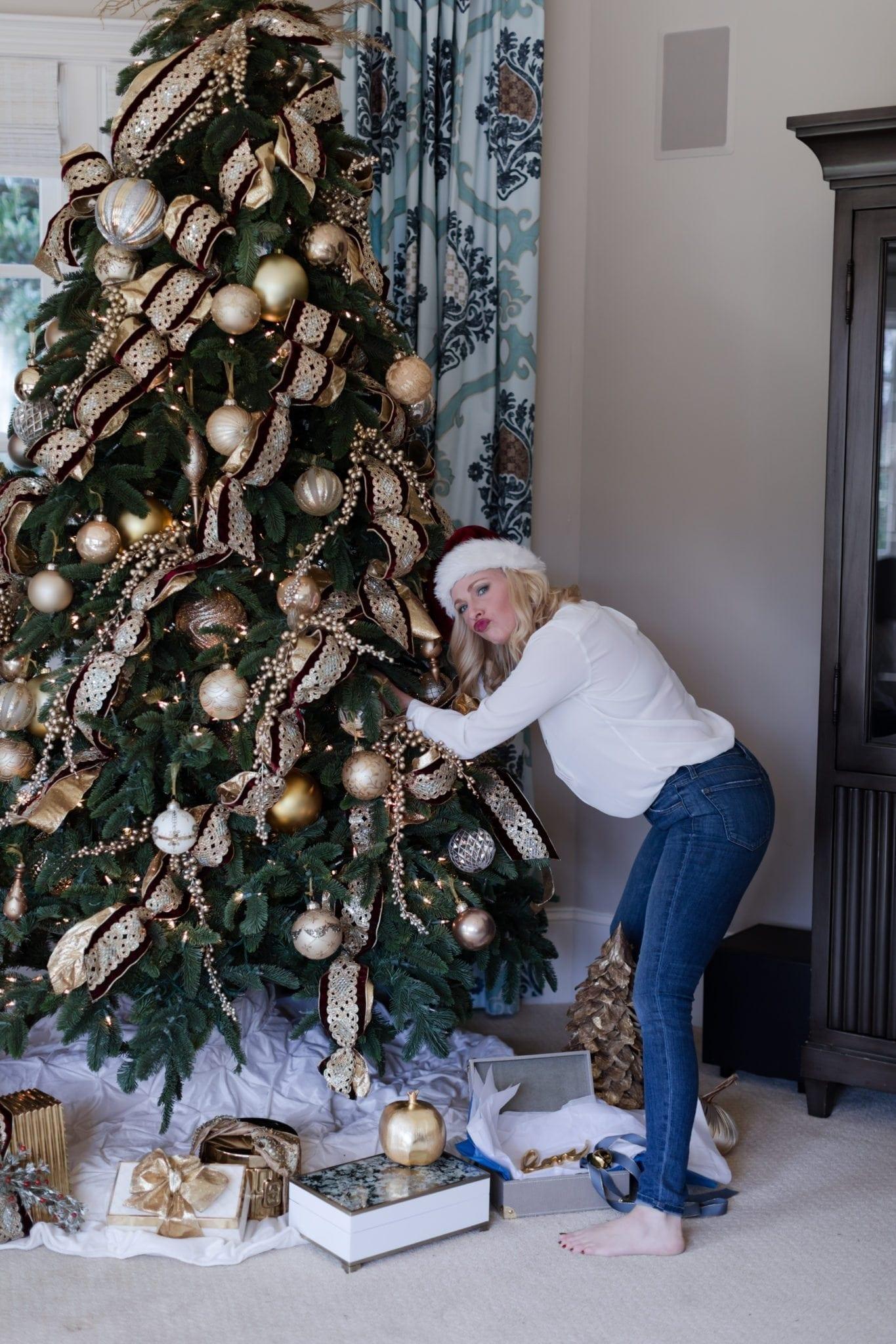 Tips to decorate a Christmas Tree and how to pick a Christmas tree.
