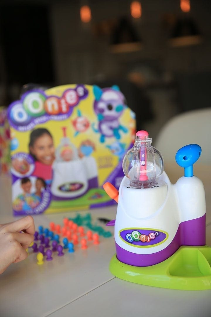 What the Oonies Balloon Inflator looks like. A balloon making machine toy.