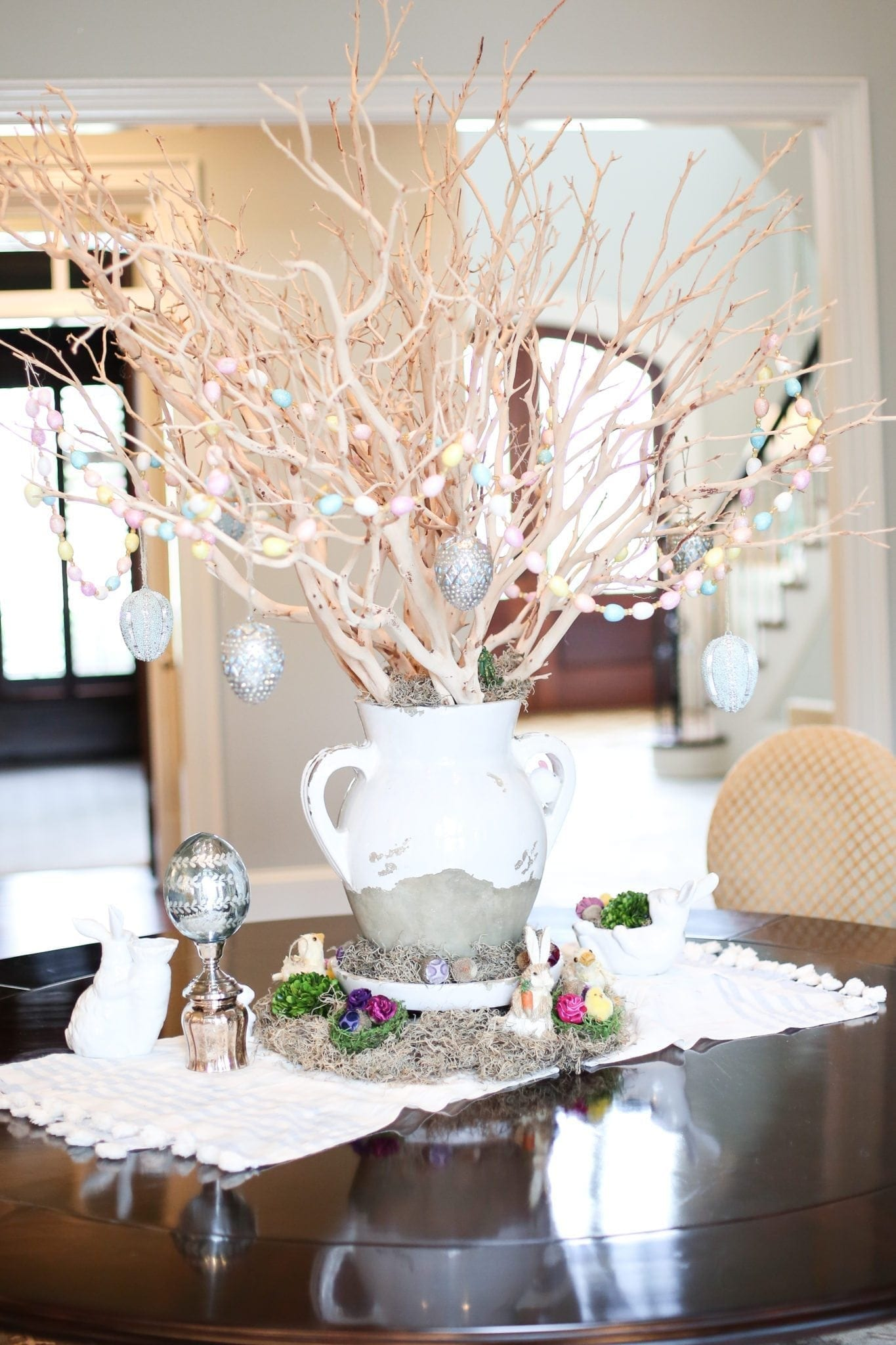 Pretty way to decorate for Easter. Giant centerpiece on a dining room table.